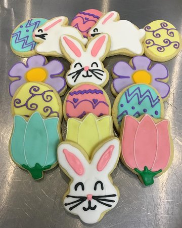 In time for Easter: pastel-coloured seasonal-themed sugar cookies! Get them while they're around.