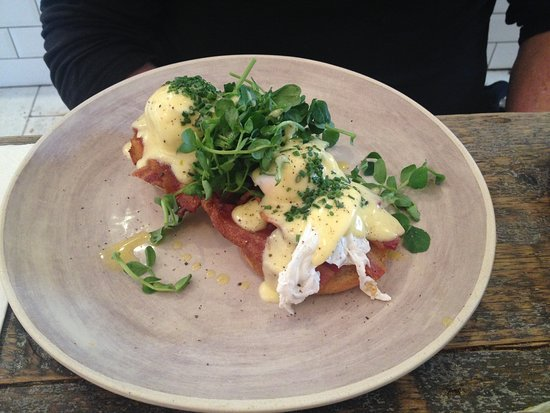 Angie's Little Food Shop: Eggs Benedict with bacon - ever dreamt of the crispiest bacon but never seem to get it served that way? Never again will you need to dream it - eat it right here!