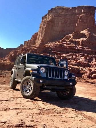 Fun adventures with Canyonlands Jeep