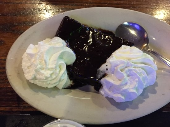 Jaeger's Seafood and Oyster House: Decadent brownie (unfortunately no ice cream!)