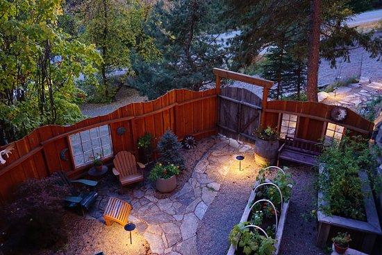 Garden suite private courtyard