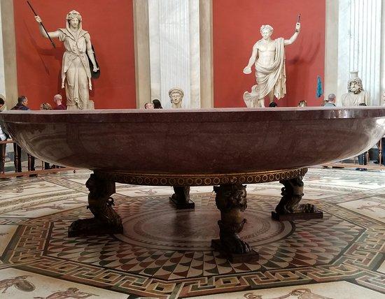 Walks of Italy: Neros' Bathtub