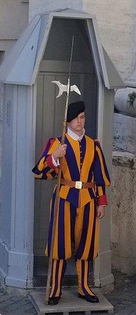 Walks of Italy: Swiss Guard