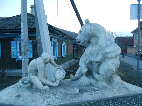 Monument to Bear and Monkey