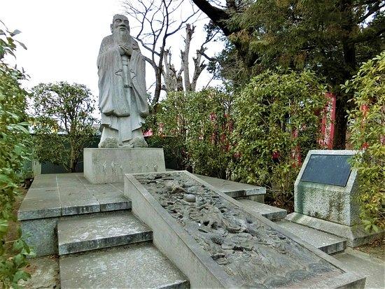 Ruins of Ashikaga School: 孔子像