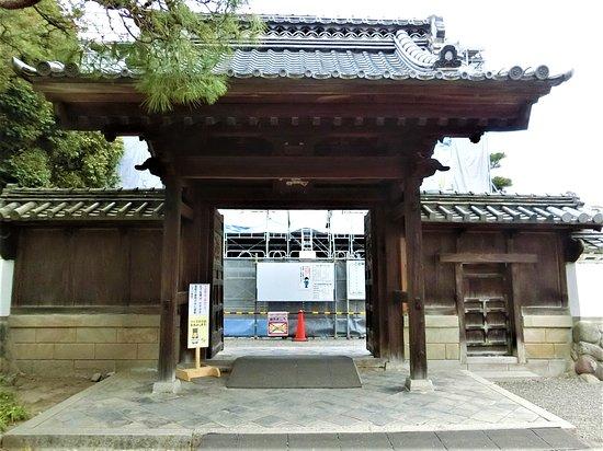 Ruins of Ashikaga School: 杏檀門