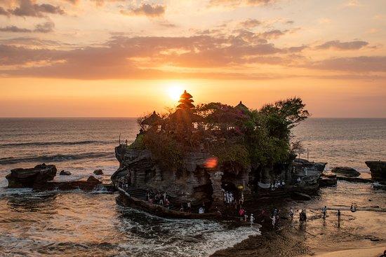 Tanah Lot, Indonézia: Sunset at beach