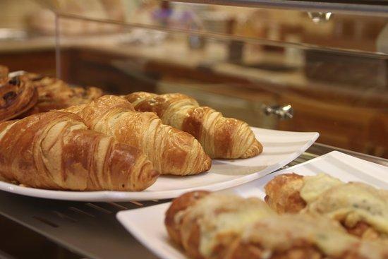 Nadasdi Reggelizo: Házi készítésű croissant adunk, amit még frissen fogyaszthatsz el reggelire, vagy későn kelőknek uzsonnára.