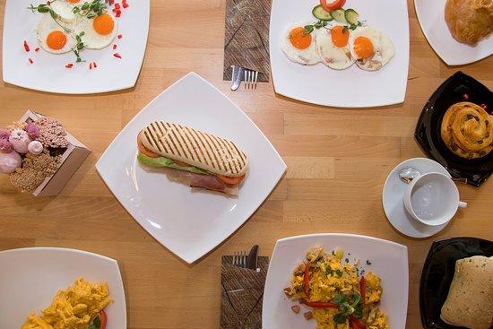 A terített asztalról nem hiányozhat a szendvics, a tükörtojás a rántotta, vagy a Croissant sem.