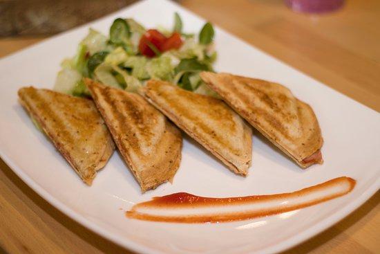 Nadasdi Reggelizo: A kenyér néha pirítva a legjobb. Toast kenyeret is választhatsz nálunk, hogy ropogjon valami a fogad alatt.