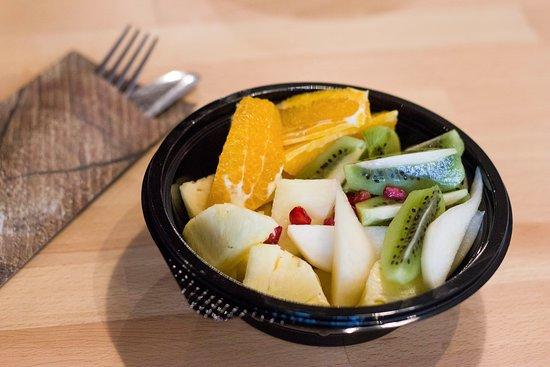 Nadasdi Reggelizo: Imádjuk a gyümölcsöt, és ha Te is így vagy vele, akkor gyümölcssalátáink közül fogsz választani, abban biztosak vagyunk.