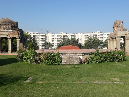 Darya Khan Tomb