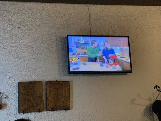 Pizzeria Il Boscaiolo: The TV was on and showing one cooking show after another, to the overall amusements between the fellow guests...