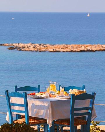 Σχοινούσα, Ελλάδα: We're checking in from Schinoussa on Aegean Islands, the ☀️ is out and we've found our dream spot for lunch... Where is yours? #DiscoverGreece