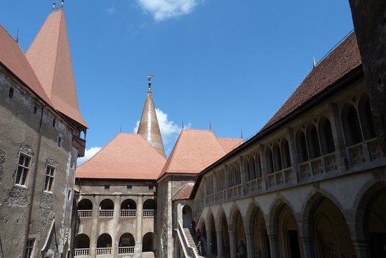 Veduta del Castello dei Corvino a Hunedoara