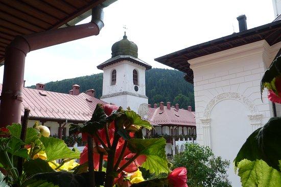 Neamt County, Rumunija: Veduta del monastero di Agapia