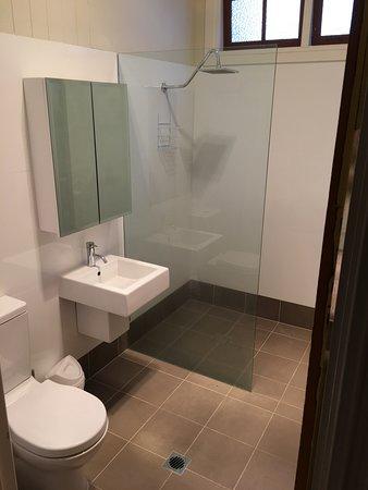 Modern bathroom - Kenilworth Cottage Barcaldine