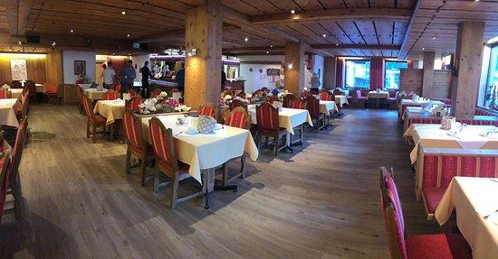 Flirsch, Østerrike: Gemütlicher Speisesaal für Frühstück und Abendessen
