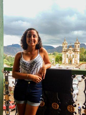 Sacada da casa de Tomás Antônio Gonzaga, dcom vista pra Igreja de São Francisco de Assis e da Feirinha de Pedrão Sabão.