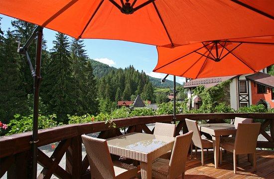 Відкрита тераса ресторану / Outdoor terrace