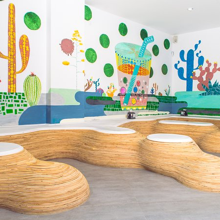 ¡y todo nuestro local ha sido decorado a mano alzada! ¿Os pasáis a echarle un vistazo?