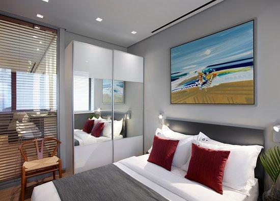 Bedroom - Deluxe Suite - Athens Ikon