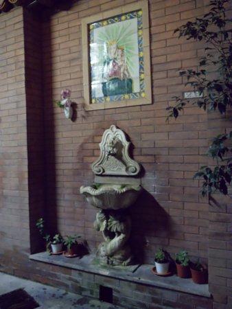 San Giuseppe dei Teatini: La fontanella nel cortile