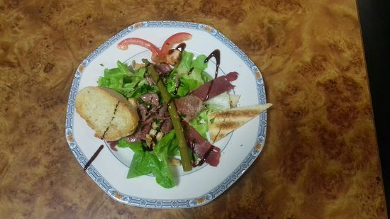 L'assiette de magret de canard et foie gras maison