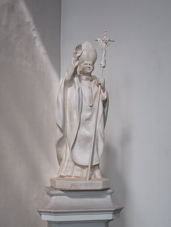 Eglise Sainte-Elisabeth: Statue