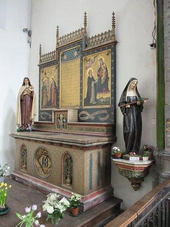 Eglise Sainte-Elisabeth: Autel de l'une des chapelles