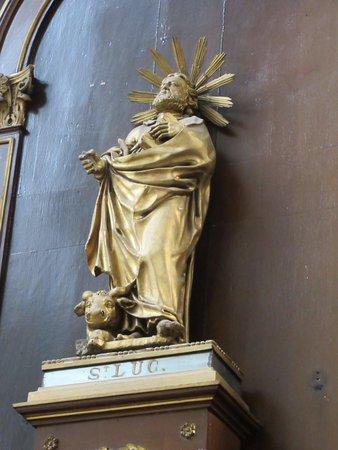 Eglise Sainte-Elisabeth: Statue de l'autel de l'une des chapelles