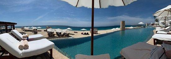 Las Ventanas al Paraiso, A Rosewood Resort: Panoramic of pools and beach