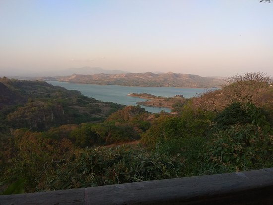 Nice Villa in a very peaceful location overlooking Lago Sichitlan