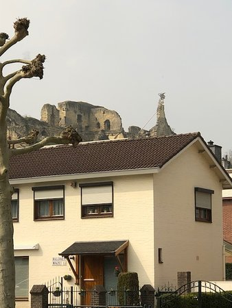 Lunchroom Oase: View of the castle ruins from the restaurant