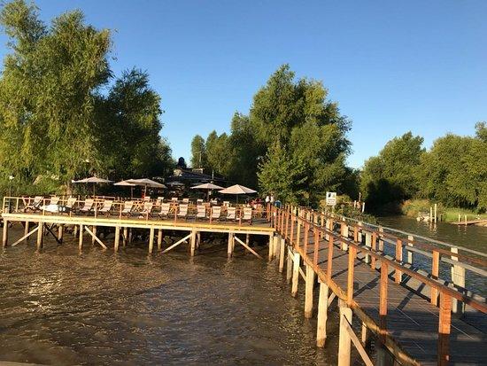 Deck sobre el río