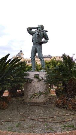 Biznaguero statue