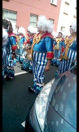 Santa Cruz de Tenerife, Spanyolország: fin del carnaval??? No !en Tenerife. 7 de abril 2019