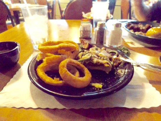 Del's Restaurant: Burger and onion rings, just okay