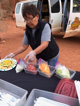 Dreamcatcher Evening Experience in Monument Valley: preparing our Indian Fry bread