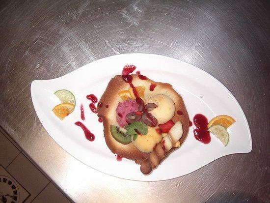 """Restaurant - Brasserie La Table d'Hôtes: Corolle de sorbets ou glaces Movenpick Pub, bar à tapas, restaurant et far niente La Table d'hôtes à Néoules (var) """""""