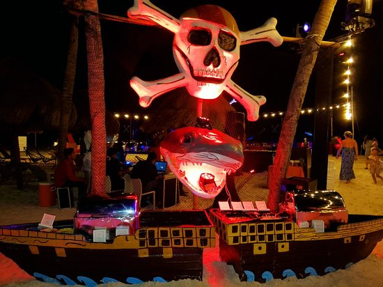 Finest Playa Mujeres: Pirate Theme Dinner