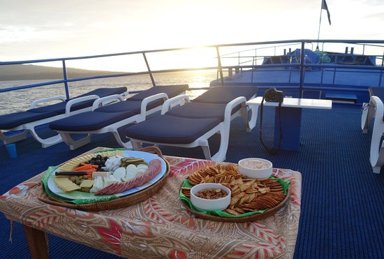 Enjoy sunset nibbles on the sundeck after a great day diving. Bilikiki Cruises offers 4 dives a day plus a night dive.