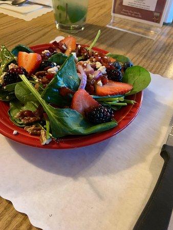 Del's Restaurant: Excellent fresh fruit and homemade dressing