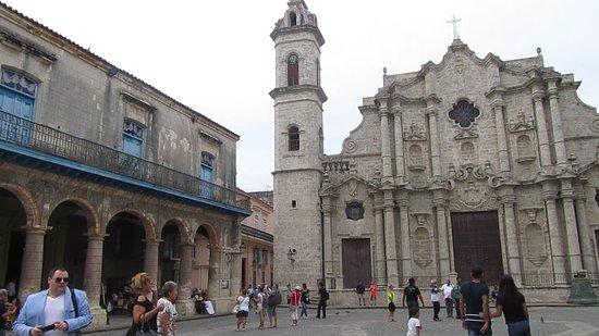 Partial view of the square Vista parcial de la Plaza