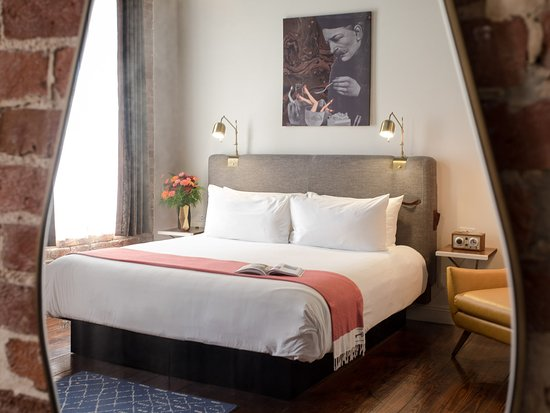 Old No. 77 Hotel & Chandlery: Guest room