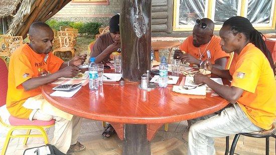 Gilgil, Кения: Pathway safari crew, meals time