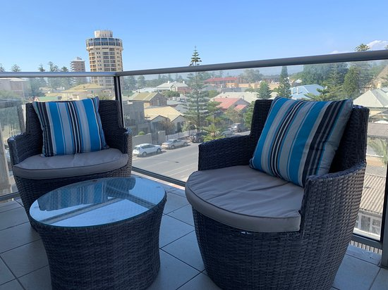 Ensenada Motor Inn and Suites: Luxury C16 Apartment - two bedroom - two bathroom apartment located at 16 Colley Terrace, 50 metres north of the Hotel with views to the Adelaide Hills