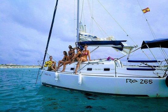 在阿利坎特享受帆船和浮潜。每组价格,最多7名乘客