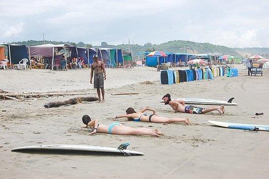 Surf leksjon med en lokal i Canoa   Glad, glad KIKI Surf School