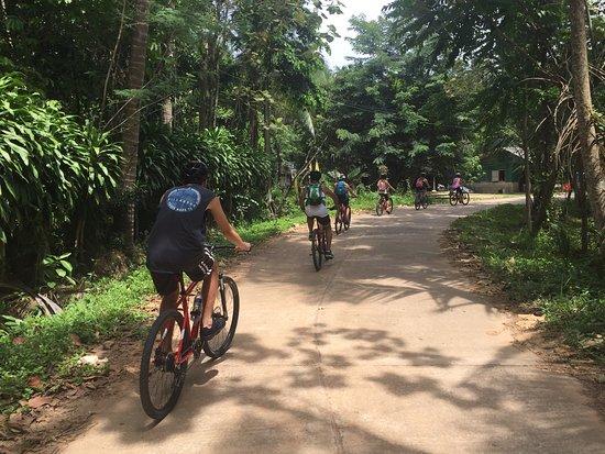 Quiet Island roads, easy dirt trails, discover Yao Noi Island by mountain bike.